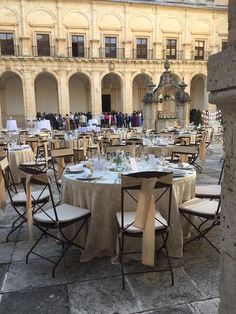 Eventos mágicos #CateringBoyma . Silla de forja plegable www.fustaiferro.com  #wedding #weddingspiration #weddingideas #bodas #fustaiferro #catering #eventos #inspiration