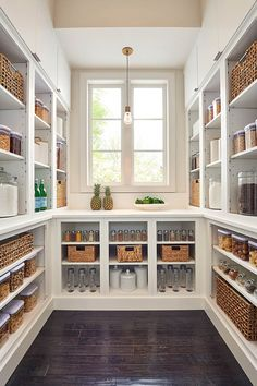 Love this beautifully organized coastal farmhouse style kitchen pantry organization pantry Beautiful coastal farmhouse pantry Kitchen Pantry Design, Kitchen Organization Pantry, Home Decor Kitchen, Home Kitchens, Pantry Ideas, Organized Pantry, Pantry Diy, Pantry Cabinets, Shelves For Pantry