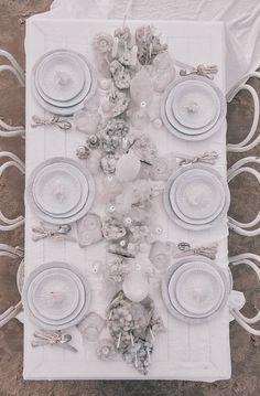 Una tavola in riva al mare