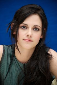 kristen stewart, make-up, pale, style