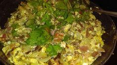Homeade machacado turkey bacon and egg a la mexicana with cilantro Healthy Low Calorie Breakfast, Turkey Bacon, Cilantro, Cauliflower, Rice, Eggs, Vegetables, Food, Cauliflowers