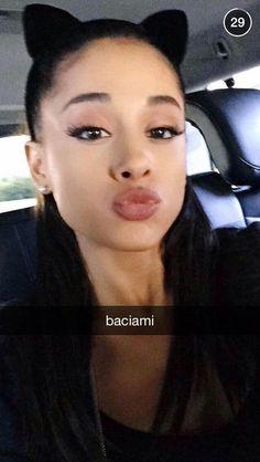 Pin for Later: 71 Promis, die auf Snapchat alles zeigen Ariana Grande Username: moonlightbae