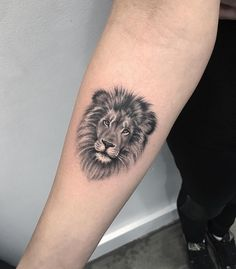 Simple Lion Tattoo Ideas tattoos Lion Tattoo Meaning – Lion Tattoo Ideas for Men and Women with Photos Lion Head Tattoos, Leo Tattoos, Animal Tattoos, Forearm Tattoos, Body Art Tattoos, Tattoo Thigh, Dragon Tattoos, Tiger Face Tattoo, Tatoos