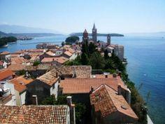 #rab #croatia L'isola di Rab è una delle più belle isole della Croazia, meta ogni anno di migliaia di turisti che vi trascorrono le vacanze al mare
