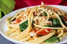 Pancetta, Spinach and Tomato Bucatini with Garlic Bread Crumbs  #pasta #panchetta #spinach #tomato #bucatini