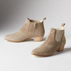 WOMEN'S SUNNY DAY ANKLE BOOTS - Our Italian suede ankle boots are that perfectly chic pair you'll want to wear with everything.