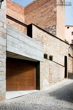 01-refugio-do-seculo-xvi-mescla-aco-corten-e-paredes-de-pedra.jpeg (408×612)