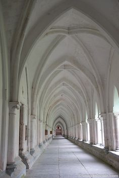 15 Abbayes du Nord-Pas de Calais - La Chartreuse de Neuville, à Neuville sous Montreuil (Pas de Calais, Pays du Montreuillois), datant des XIVe et XIXe siècles et inscrite aux Monuments Historiques depuis 1993.