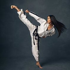 Stephanie Pham (@sphammytkd) • Instagram photos and videos Taekwondo Girl, Karate Girl, Self Defense Martial Arts, Martial Arts Women, Female Martial Artists, Art Of Fighting, Fighting Poses, Female Action Poses, Human Poses Reference