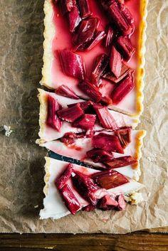 Rhubarb Panna Cotta Tart - hummingbird high || a desserts and baking blog