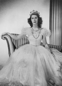 In her younger days, Cayetana wearing the emerald strawberry leaf tiara from her mother's side of the family