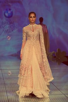 Fashion: Tarun Tahiliani Bridal Collection at India Bridal Fashion Week 2014 Pakistani Bridal, Indian Bridal, Pakistani Outfits, Indian Outfits, Style Fête, Moda India, Indie Mode, Estilo Boho, Bridal Fashion Week