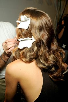 Because every woman should learn how to do 1940's Hollywood glam style..so classic & sexy!! Loves <3