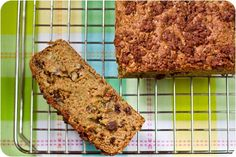 Oil-Free Zucchini Raisin Loaf with Cinnamon Streusel #bread #muffins