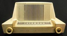 Mid Century Philco Transitone Bakelite Tube Radio, Model 52-548