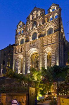 La Cathédrale Notre-Dame du Puy, joyau de l'art Roman, classé au Patrimoine Mondial de l'Humanité …Le Puy-en-Velay …Haute-Loire …Auvergne www.auvergnevacances.com