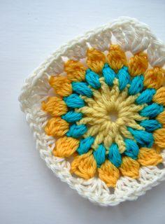 Step by step crochet: Square to crochet - knites Crochet Cardigan Pattern, Granny Square Crochet Pattern, Crochet Flower Patterns, Crochet Squares, Crochet Flowers, Crochet Baby, Free Crochet, Crochet Lingerie, Step By Step Crochet