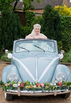 24 Chic And Trendy Retro Car Ideas For Your Wedding Wedding car. Retro Wedding Theme, Wedding Getaway Car, Bridal Car, Wedding Car Decorations, Table Decorations, Wedding Exits, Wedding Cars, Wedding Transportation, British Wedding