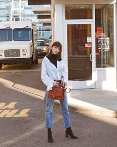 Office Look Styling tip: gola alta sob camisa Look Fashion, Street Fashion, Korean Fashion, Fashion Outfits, Woman Outfits, Dress Fashion, Fashion Styles, Turtleneck Outfit, Black Turtleneck