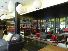 CitizenM Unveils Boutique Hotel in London