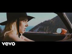 La cantante danese MØ haappena pubblicatoil video musicale per la sua canzone Drum, scritta da Charli XCX. Questo singolo electropop apparirà sul prossimo e secondo album in studio, che dovrebbe essere rilasciato neinegozi all'inizio del prossimo anno. Diretto da Quentin Jones, il video per Drum fa davvero venire voglia di immaginare la nuova estate. Ci ...
