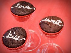 valentine's day ideas: message cupcakes