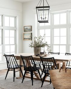 51 Modern Farmhouse Dining Table Ideas You Must Have - For those who live out in the country in a ranch house, farm house, log cabin or any country style home for that matter and are looking for a dining t. Black Dining Chairs, Chairs For Dining Table, Windsor Dining Chairs, Farmhouse Dining Chairs, White Oak Dining Table, Black And White Dining Room, Modern Farmhouse Table, Natural Wood Dining Table, Farm Tables