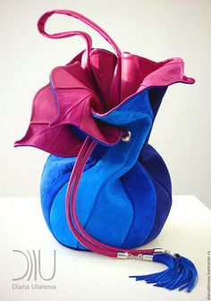 Stunning handbag by Diana Ulanova. Each one is unique and crafted from her innovative designs Unique Handbags, Unique Purses, Unique Bags, Diy Bags Purses, Purses And Handbags, Fashion Bags, Fashion Accessories, Creative Bag, Potli Bags