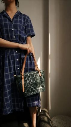 """Material: CowhideColor: Burgundy, GreenDimensions:Inches: Height 7.9"""" x Width 8.7""""~11.8"""" x Depth 4.7"""" Women's Summer Fashion, Women's Fashion, Leather Totes, Custom Bags, Vintage Bags, Handmade Leather, Tote Bags, Underarm, Louis Vuitton Damier"""