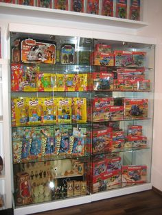 Check out the right side of this display. In box! Collection Displays, Toy Shelves, Shelving Solutions, Geek Decor, Man Room, Displaying Collections, Display Ideas, Space Saving, Action Figures