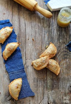 Empanadillas / Spiced apple and brie dumplings. Grandma Cooking, Just Cooking, Queso Brie, Spanish Food, Canapes, Food Styling, Food Photography, Sandwiches, Brunch