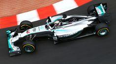 Il particolarissimo week-end di Montecarlo inizia ancora una volta sotto il segno della Mercedes e vede Hamilton e Rosberg davanti a tutti. Solo Ricciardo sembra riuscire a tenere il passo delle indiavolate frecce d'argento, staccando di quattro decimi Alonso e il compagno di squadra Vettel… Altrettanto opaca la mattinata di Räikkönen, solo 6°…