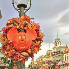 A complete list of fall things to do in Central Florida! This includes Halloween parties, spooky sights, foodie festivals and more for Fall 2019 New Smyrna Beach Florida, Florida Vacation, Florida Travel, Florida Beaches, Things To Do Orlando, Halloween Parties, Disney Halloween, Walt Disney World Vacations, Disney Parks