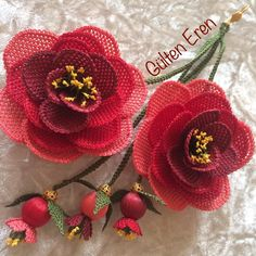 Fotoğraf açıklaması yok. Beaded Flowers, Crochet Flowers, Embroidery On Clothes, Free Pattern, Crochet Earrings, Girl Fashion, Knitting, Handmade, Crafts