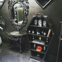 Check out the coffin shelf. Black and chrome mood. Gothic Bathroom Decor, Victorian Bathroom, Gothic Home Decor, Diy Bathroom Decor, Simple Bathroom, Gothic Living Rooms, Gothic Room, Gothic House, Halloween Bathroom