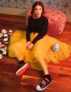 Millie Bobby Brown showcases her new designs for Converse. As Stranger Things actress launches her second collaboration with the sneaker brand Bobbi Brown Foundation, Brown Converse, Converse Sneakers, Converse Chuck, Lilia Buckingham, Bobby Brown Stranger Things, Browns Fans, Hijab Style, Old Actress