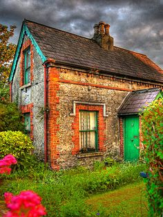 Cottage in Dublin. I want a retirement cottage across the pond someday. Stone Cottages, Cabins And Cottages, Stone Houses, Irish Cottage, Cute Cottage, Cottage Style, Cottage Image, Beautiful Homes, Beautiful Places