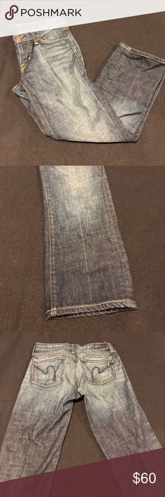 """Citizens of Humanity Cropped Jeans Citizens of Humanity size 24 """"Kelly #063 Stretch Low Waist Cropped"""" jeans. Medium-dark wash. Standard 5 pocket & belt loops. Inseam: 22"""". 98% Cotton 2% Elastane. NWOT! Retail: $208.00 Citizens of Humanity Jeans Ankle & Cropped"""