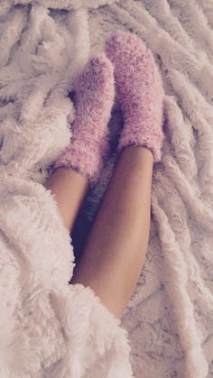 Fluffy super soft bedding and the coziest pink plush socks. Fluffy Socks, Cozy Socks, Fluffy Sweater, Xmax, Getting Cozy, Look Fashion, Fashion Killa, Warm And Cozy, Girly Girl