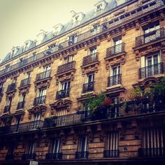 Camino a casa  #paris #parisphoto #parisfrance #france #francia #travelingram #traveltheworld #travel #travelblogger #viaje #viajar #voyager #arquitectura #architecture #architecturephotography #losviajesdemary by losviajesdemary