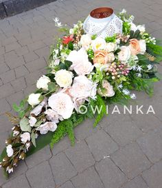 Grave Decorations, All Souls, Funeral, Floral Wreath, Projects To Try, Easter, Wreaths, Spring, Flower Arrangements