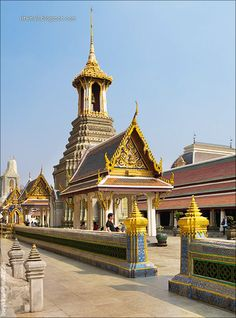 #Grand Palace, Gina and Rachel spend all day here and get assaulted by English students in THAI TWIST. (dr-ransdell.com)