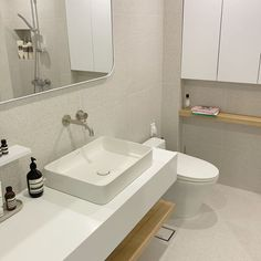 Today I& just cleaning my bathroom I& not going to go into the toilet your brother uses. (When you enter, you will naturally clean with a sigh) . Minimal Bathroom, Small Bathroom, Bathroom Ideas, Bathroom Styling, Bathroom Interior Design, Korean Apartment Interior, Muji Home, Aesthetic Room Decor, Dream Apartment