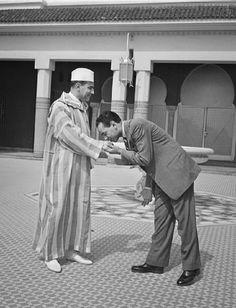 Mohammed V 1950 Cover Photos, Old Photos, Album Photos, Le Roi Hassan 2, King Queen Princess, African Royalty, Royal Prince, Moorish, Casablanca