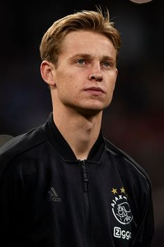 MADRID, SPAIN - MARCH Frenkie de Jong of Ajax looks on prior to the UEFA Champions League Round of 16 Second Leg match between Real Madrid and Ajax at Bernabeu on March 2019 in Madrid, Spain. (Photo by Quality Sport Images/Getty Images) Soccer Boys, Football Soccer, Soccer Stars, Twin Photos, Football Wallpaper, Sports Images, Man United, Uefa Champions League, Best Player