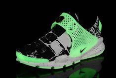 wholesale dealer 8f88c ffb92 Girl WMNS Nike Sock Dart lightning Print Army Force Green White   WMNS Nike  Sock Dart   Pinterest   Nike socks, Darts and Lightning