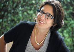 INSIDER SÜDTIROL: ELENA WALCH  Die Architektin heiratete in eine der bedeutendsten Weinfamilien der Region und lenkte das Weingut zu einem der führenden Betriebe Südtirols. Heute legt Elena Walch die Verantwortung ihren Töchtern Julia und Karoline in die Hände.