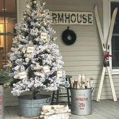 Christmas Fireplace, Christmas Porch, Farmhouse Christmas Decor, Rustic Christmas, Christmas Wreaths, Christmas Ideas, Vintage Christmas, Christmas Inspiration, Vintage Winter