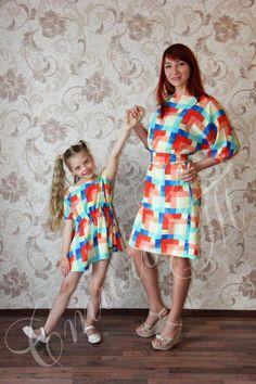 "Комплект Мама+дочка ""Веселая мозайка"". Вискоза 100%, цвет: мультиколор. #фэмилилукстильст #familylook #фэмилилук #одеждадлямамыидочи #дочка #молодаямама #одинаковаяодежда #парнаяодежда #любимаядоча #доченька #family #sisters #mother #kids #happy #child #fun #baby #instababy #girl #dress"