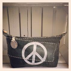 LITTLE BAG BIG ARMY WHITE PEACE | LITTLE BAGS | ALI LAMU